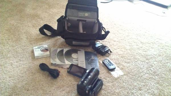 Canon VIXIA HF M30 Camcorder - MUST SELL   -  270  Baton Rouge