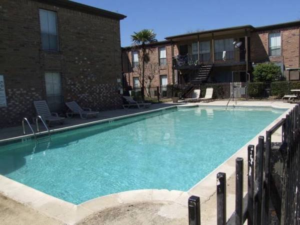 x0024575 1br - 570ftsup2 - Floors are newly ceramic tiled with large floor plans. Call now (10000 Hammerly- Spring Branch)