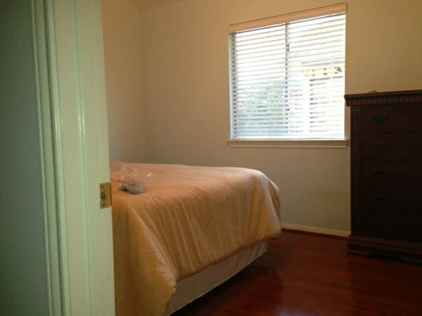 - $750 2800ftsup2 - Roommate wanted.. Female Preferred GREAT HOUSE (Pearland 288 Beltway 8 area)