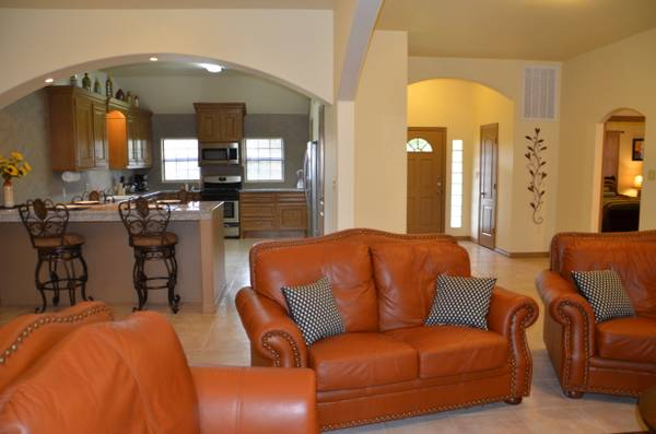 x00243550  1920ftsup2 - Fully Furnished 3BR Home. Big Fenced Yard. WiFi. TV. High Ceilings (Reliant Stadium,Houston Rodeo,Med Center)