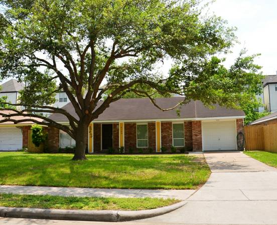 x00242950  2br - Large Ranch Style Fully Furnished Home with Utilities, Private Fenced (Medical Center, MD Anderson,Galleria)