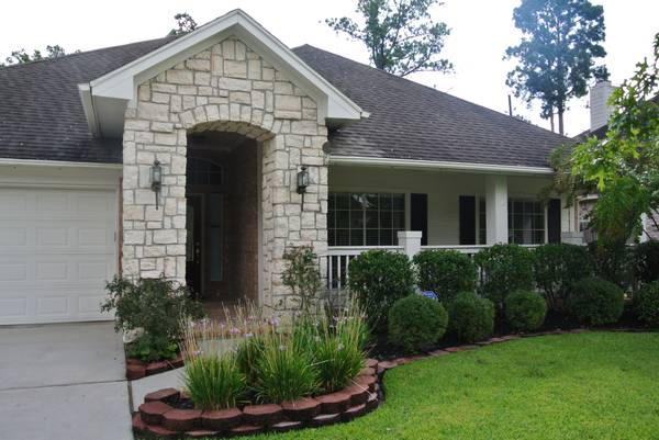 - $175000 3br - 2098ftsup2 - Lovely 3bd2ba wrock entry, close to schools and retail. (tomball)