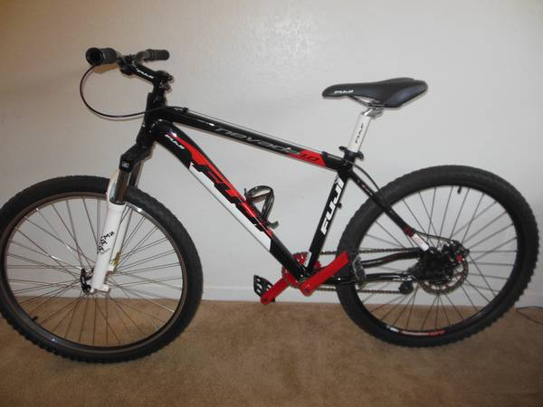 FUJI 1.0 MOUNTAIN BIKE - $400 (Alvin)