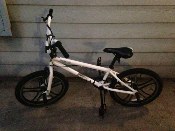 White 20 Mongoose Mode 270 Boys Freestyle Bike - $100 (League City)