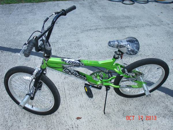 20 NEXT, Chaos, Freestyle, Boys Bike, Green - $30 (Hwy 6 Bissonnett)