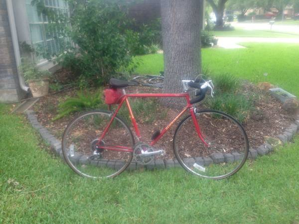 Mens SCHWINN Road Bike CHICAGO made 10 speed touring bike - $80 (katy)