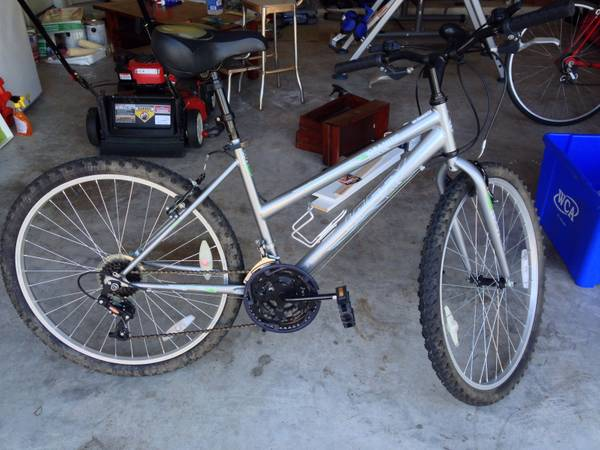 Huffy Granite 15 Speed Womens Mountain Bike - $50 (Long Meadow Farms, Richmond, TX)