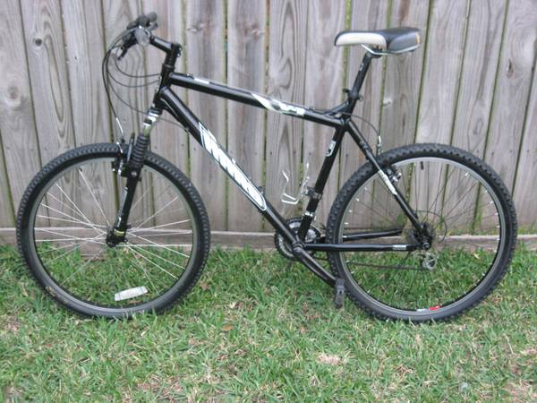 Haro V1 Mountain Bike  - $190 (290  Beltway Area)