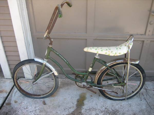 VINTAGE SCHWINN STINGRAY BIKE WITH BANANA SEAT (girls) - x0024150 (Magnolia, Texas)