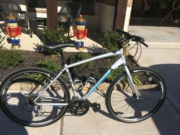 Fuji Absolute 2.1 Flat Bar and Jamis Earth Cruiser 3 (Conroe)