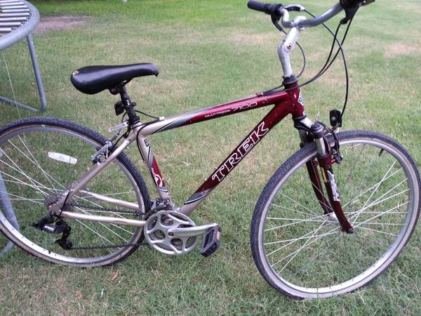 TREK MULTITRACK 7100 HYBRID BIKE - $200 (HOUSTON)