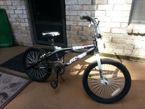 BOYS BIKE AND ELECTRIC SCOOTER - $40 (HUMBLE, KINGWOOD, NORTH HOUSTON)