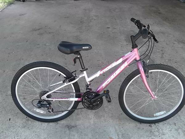 24 Woman 21speed Schwinn Frontier Shimano equipped Very Clean Ready - $85 (Barker Cypress)