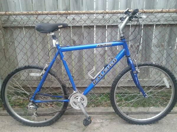 26 Mens Raleigh M30 Mountain Bike - $100 (Oak Forest)