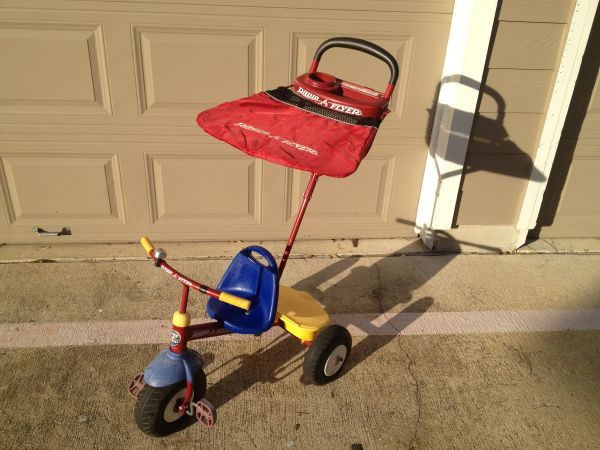 Radio Flyer Tricycle with detachable walk-behind handle - $25 (249 Cypresswood)
