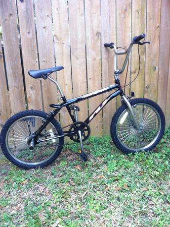 BMX ROYCE UNION AIR ZONE - $65 (Katy 77449)