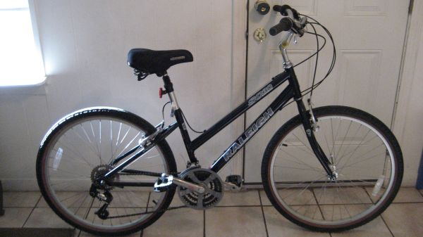 21 speed raleigh sc30 - $150 (45 and almeda)