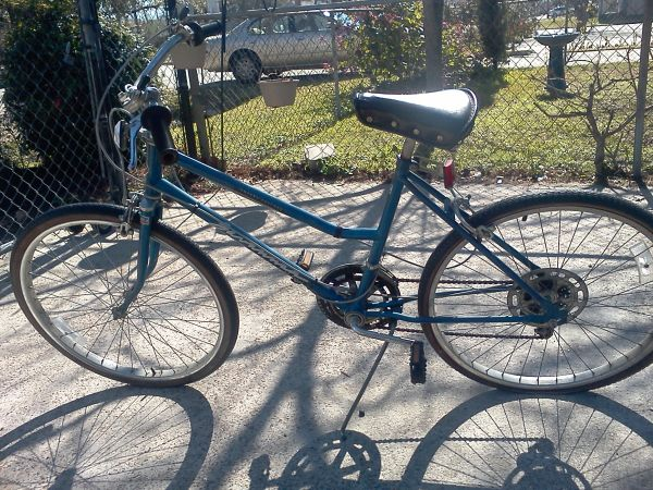 old or vintage Huffy Savannah Comfort Touring bike - Step through  - $40 (Inner Loop)