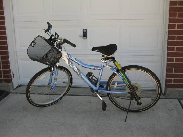 Womens 7sp bike wTrail Gator attached - $75 (NW Houston)