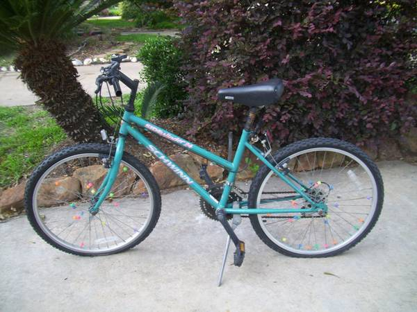 18 Speed SCHWINN BICYCLE (needs repair) - $25 (Missouri CitySugar LandKaty)