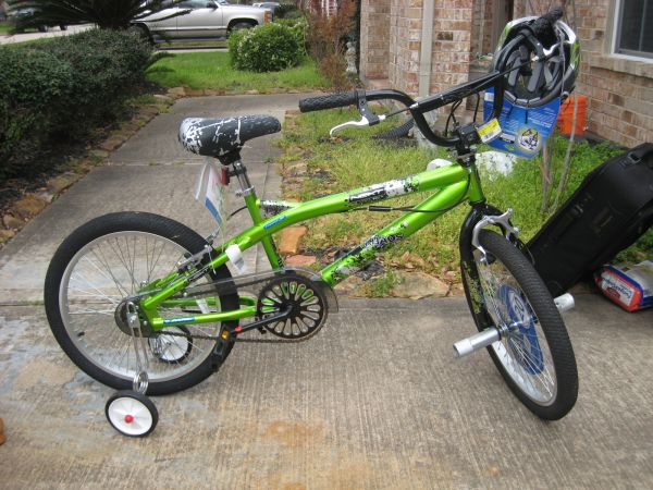 BOYS BICYCLE..BRAND NEW - $70 (LEAGUE CITY)