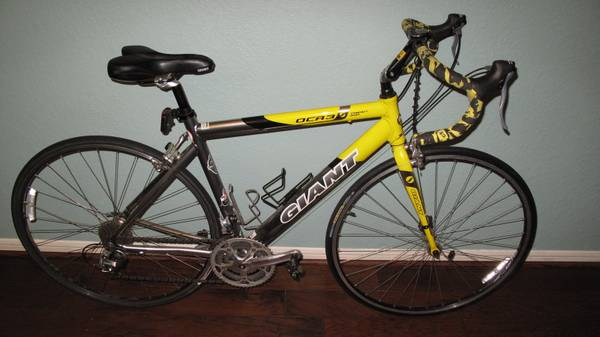 Giant OCR3 Road Bike - Medium Frame - $350 (Cypress)