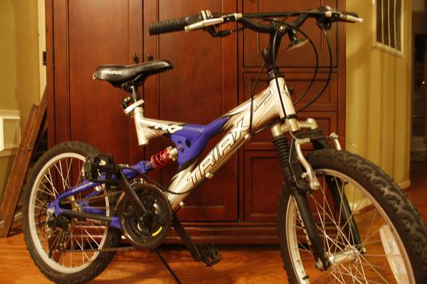 Triax boys bike 21 speed - $50 (Pearland TX)