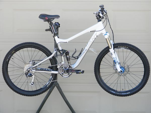 2009 GIANT Trance X-2 Full Suspension MTB 18  Medium Size, Like NEW - $1850 (Webster, 77598)
