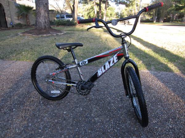 GT DYNO BLAZE 01 BMX BIKE BICYCLE MUST LOOK WOOOW - $125 (NORTHWEST HOUSTON)