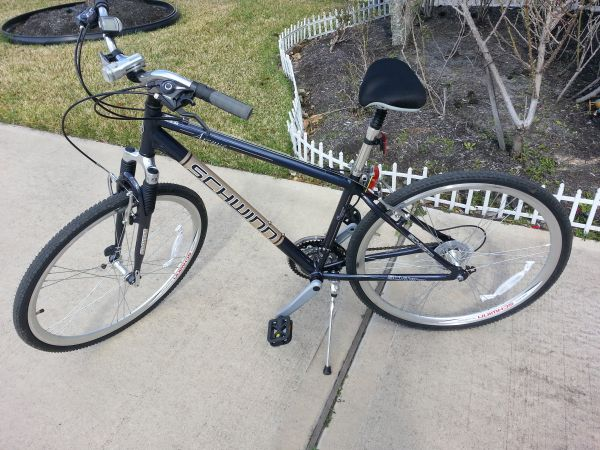 Schwinn Avenue 700 Mens Hybrid bike almost new with extras - $220 (Katy)