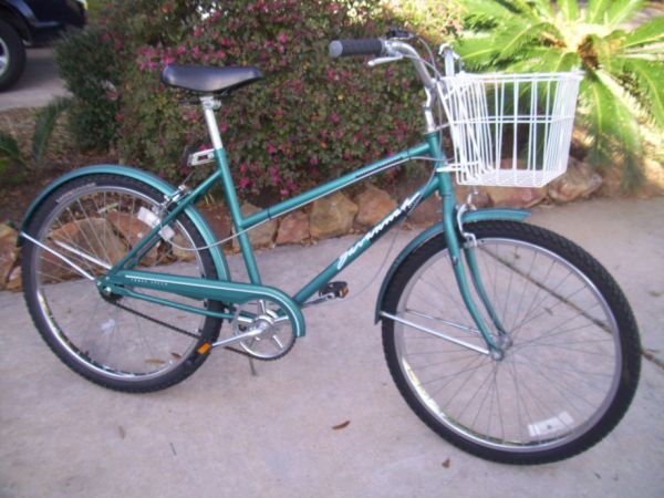 Vintage - 3 Speed - CRUISER BICYCLE wBasket - $65 (Missouri CitySugar LandKaty)
