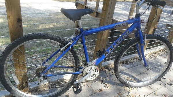 Raleigh M30 mountain bike - $75 (77093)