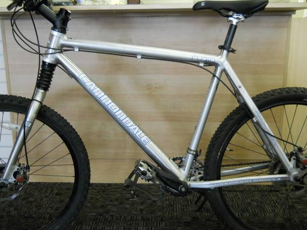CANNONDALE MNS F600 MOUNTAIN BIKE - $450 (I-45HEIGHTS 713-426-2274)