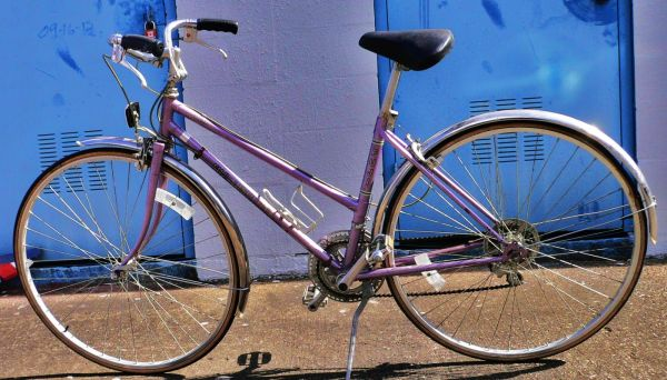 FUJI - ABSOLUTE 10 SPEED LADIES BIKE - $69 (290 AND 610)
