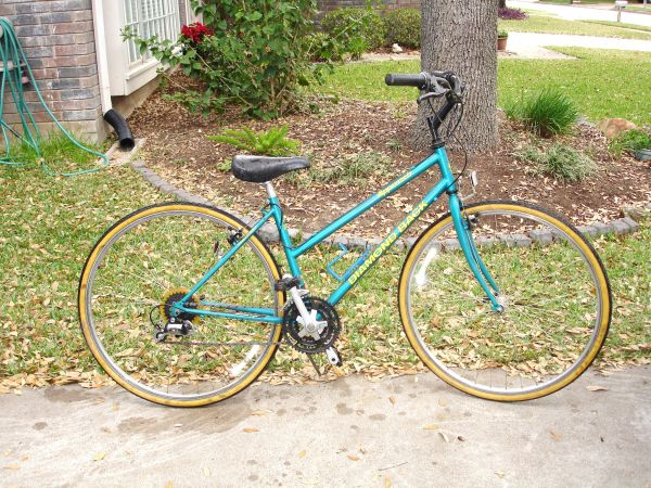 Diamond Back Womans Mountain Street Bike Hybrid w21 speeds 27 tires - $100 (Katy)