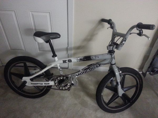 mens mongoose freestyle bike with pegs in good condition - $80 (pasadena)