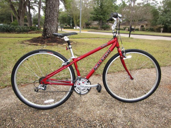 RALEIGH C40 CROSS SPORT CITY BIKE HYBRID FITS 55 TO 6 MUST SEE BIKE - $189 (NW HOUSTON)