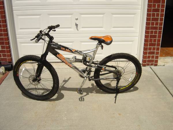 MONGOOSE XR25O 26 MENS MOUNTAIN BIKE 21 SPEED - $149 (KATY AREA)