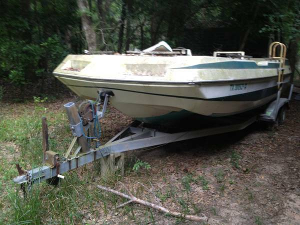 1982 Four Winns Deckboat 19 ft - Parts - No trailer - $500 (Conroe)