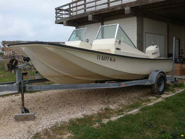 18.5 Mckee Southporter-solid fishing boat - $3995 (Surfside)