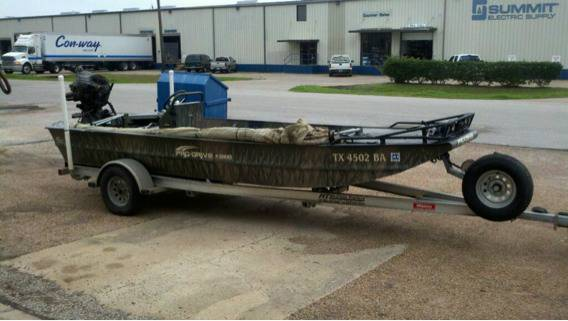 2010 18 foot pro drive mud boat - $19250 (Clute Texas)