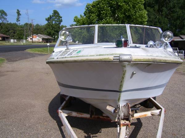 1969 Larson Ski boat, engine, outdrive, trailer, title - $300 (longview, texas)