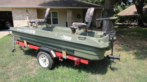 Pelican Two Man 10 ft Fishing Boat - $895 (Willis Conroe)