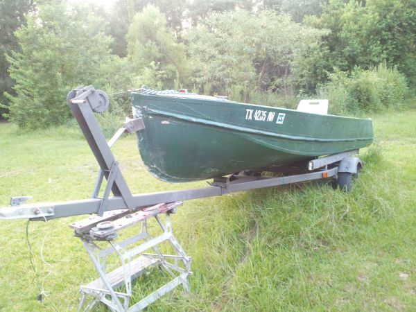 16 ft Deep V Aluminum boat with 9.9 gamefisher - $700 (Liberty Tx)