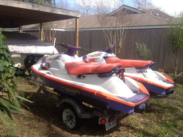 2 Yamaha jetskis with trailer - $3300 (Katy)