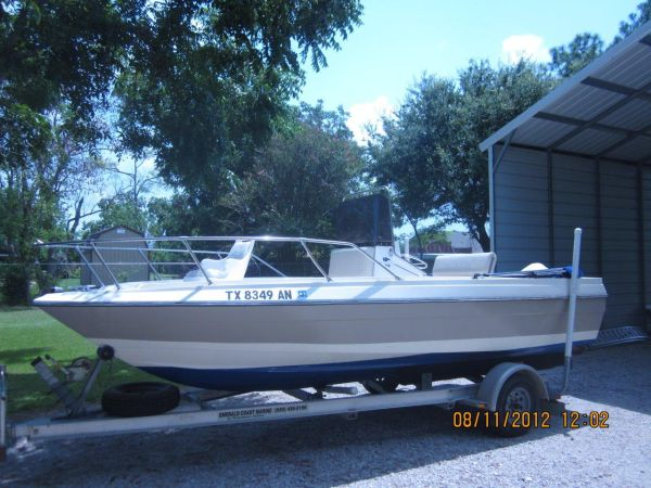 19 ft. Bayliner Center Console with 90 HP Johnson  - $3500 (Galveston County)