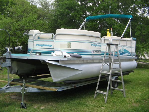 REDUCED 1999 Playbuoy Yachtsman 21 pontoon boat - $6500 (Tomball)
