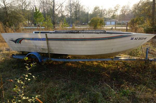 1998 Lowe 19ft boat for Sale. - $150 (Conroe Area)