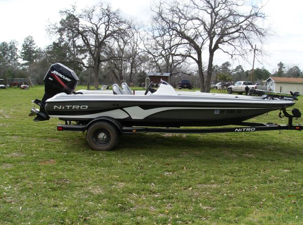 2007 Nitro 591 single console bass boat - $15500 (Willis, TX)