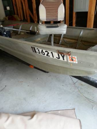 16 foot aluminum jon boat - $700 (Veterans Memorial and Beltway 8)